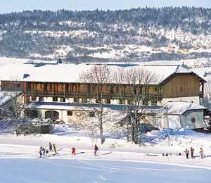 H tels et restaurants foncine village touristique du haut jura - Hotel le jardin de la riviere foncine le haut ...